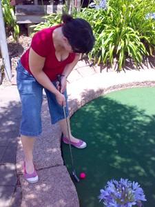 sue_golf_300px